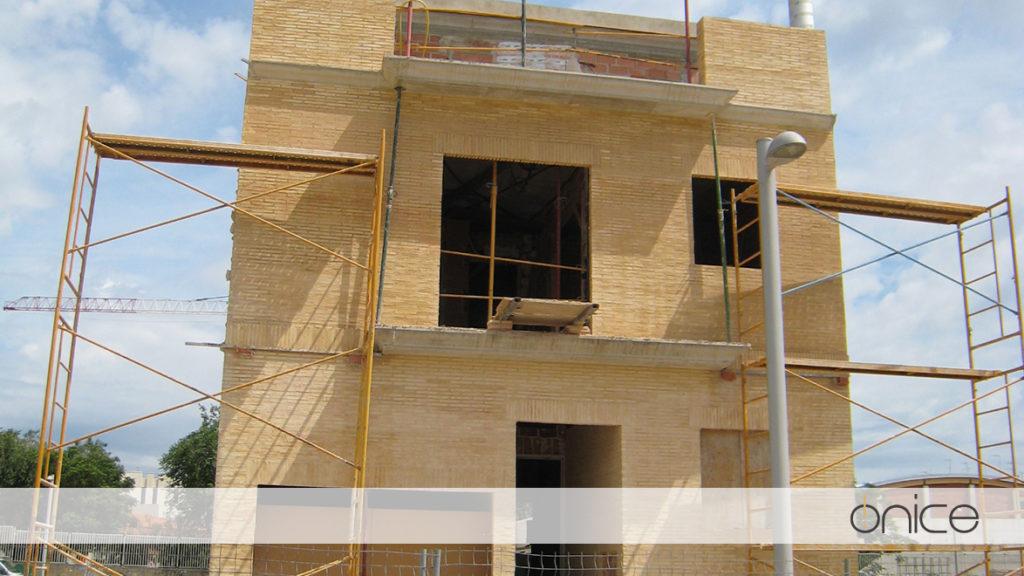 Ónice-Casa-pueblo-Estructura-Silla-16
